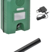 Ultraschall Vertreiber mit Bewegungsmelder & BLITZ - Marder-, Katzen- und Waschbären- Gerät inkl. Netzteil